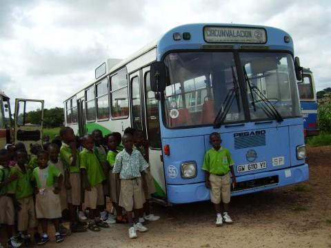 No tiene nada que ver, pero mola ver un autobus de Tuvisa reciclado :P