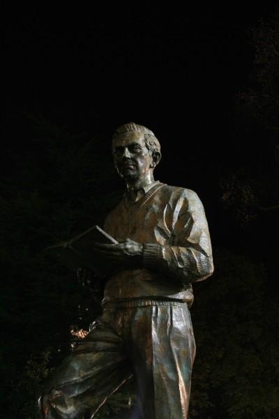 Estatua de Ignacio Aldecoa en el parque de La Florida, Vitoria