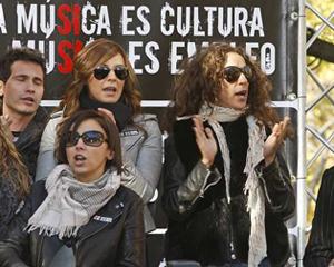 Musicos protestando frente al ministerio de industria.