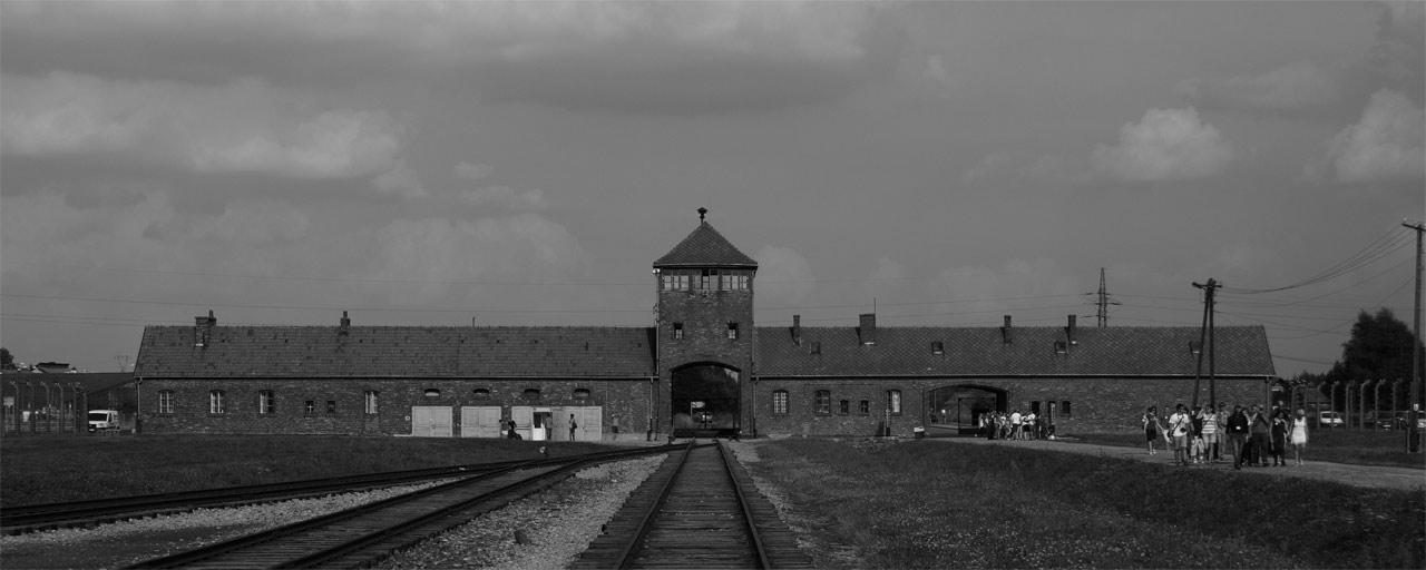 Entrada al campo ce concentración de Auschwitz II Birkenau.