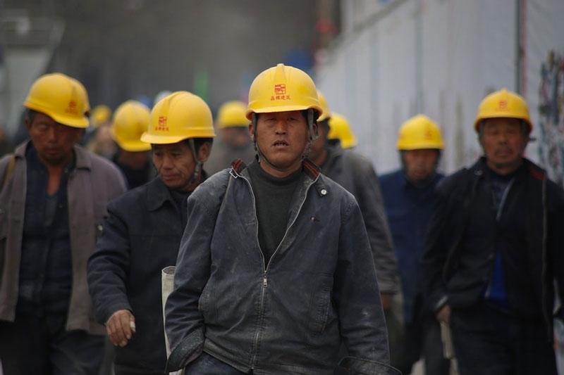 Unos señores chinos trabajando